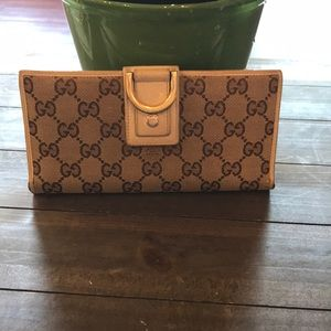4f683e9dde5e1d Women's Brown Gucci Continental Wallet on Poshmark
